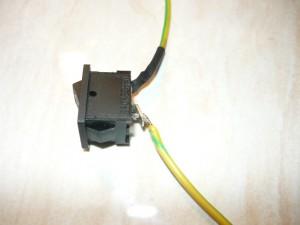 Вид на припаянные провода к выключателю
