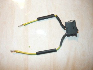 Добавление термоусадочных трубок на провода выключателя перед пайкой