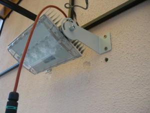 Смонтированный светильник с развороченными кронштейнами наружу