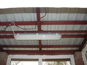 Монтаж светодиодного светильника на защелкивающиеся кронштейны
