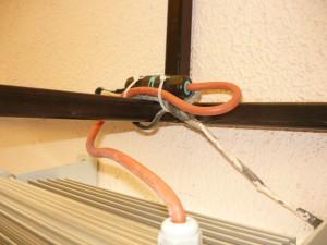 Монтаж провода при помощи стяжек
