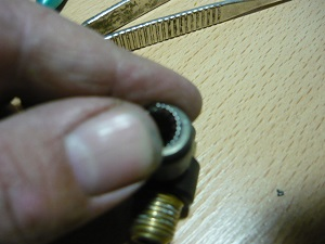 Начало установки кольца на место