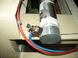 Вид на штуцер пневматического цилиндра