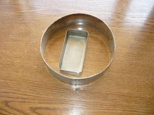 Кольцо из металла и ванночка