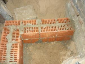 Начало строительства лестницы в подвал гаража