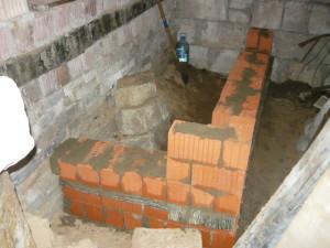 Вид на начало строительства стенок лестницы