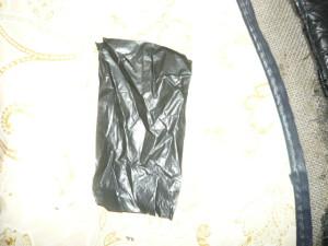 Кусок полиэтилена из черного пакета