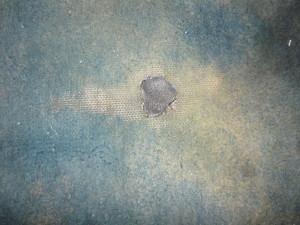 Вид на полностью заклеенное отверстие коврика