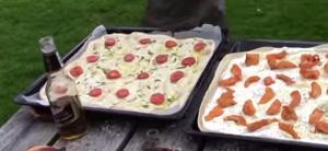 Пока идет дегустация, готовы еще две пиццы