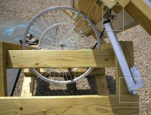 Монтаж линейного привода на трекер солнечной панели