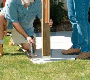 Закрепление вертикальной стойки при помощи шурупов или гвоздей