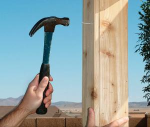 Монтаж доски для укрепления перекладины на стойке