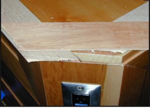 Усиление стыка полос шпона дополнительной полосой