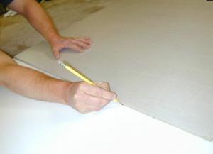 Очерчивание контуров пресс-формы по шаблону карандашом