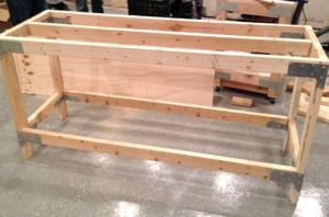 Монтаж средней перекладины для усиления жесткости рабочей поверхности