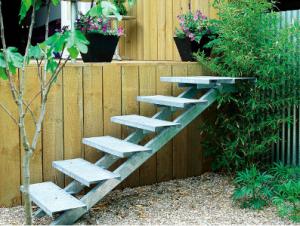 Очень дизайнерская лестница из металла