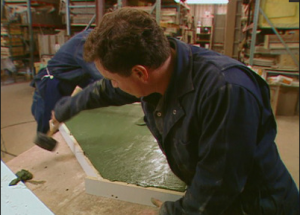 Создание вибрации бетонного раствора методом простукивания
