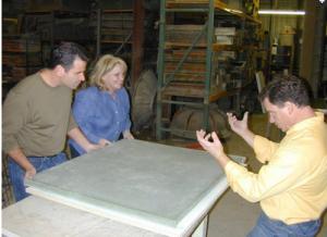 Переворачивание бетонной столешницы