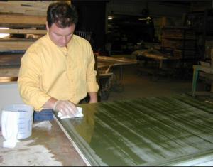 Покрытие проникающим герметиком поверхности столешницы