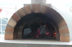 Протопленная печь для пиццы
