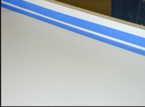Нижняя часть пресс-формы, оклеенная липкой лентой с двух сторон